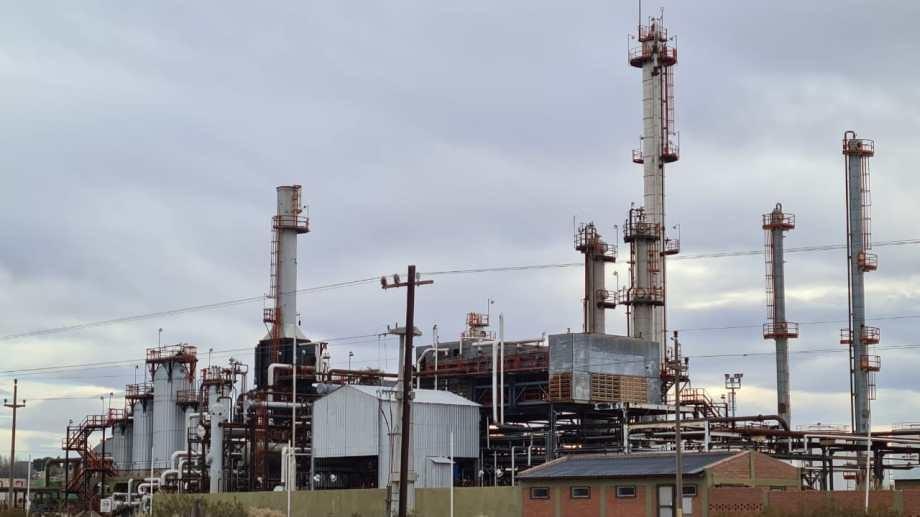 La pandemia le dio un aire a las deudas de una refinería abandonada